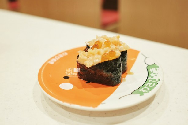 Salmon with Roe Battleship at Premium Sushi Train KAIO Sushi at Diver City Tokyo - by Myfunfoodiary