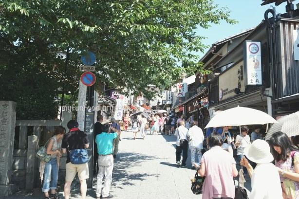 Hiking Road to reach Kiyomizudera Temple by Myfunfoodiary