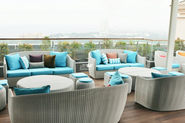Day Ambience at 33 Degree Skybridge Lounge by Myfunfoodiary