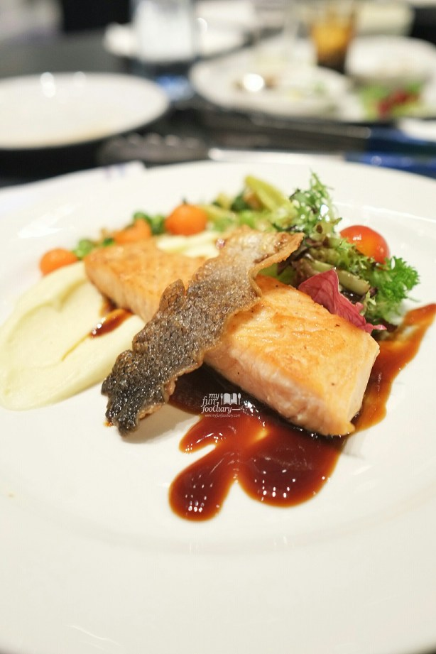 Pan Seared Crispy Skin Salmon at our Cooking Class with Artotel Thamrin by Myfunfoodiary 01