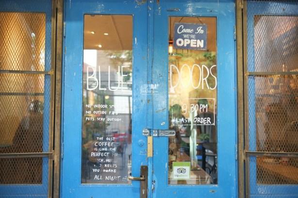 Tampak Depan Blue Doors Bandung by Myfunfoodiary