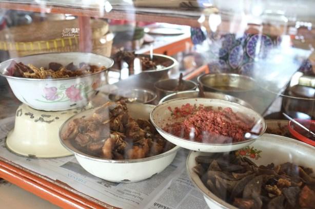 Display Makanan di Warung Teges Ubud Bali by Myfunfoodiary