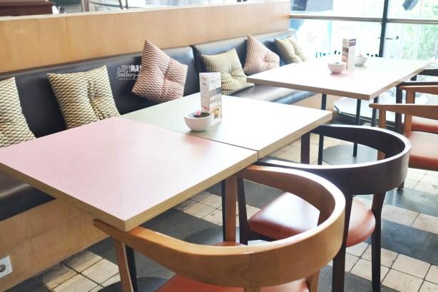 Outdoor area at Wakuwaku Cafe Japan by Myfunfoodiary 02