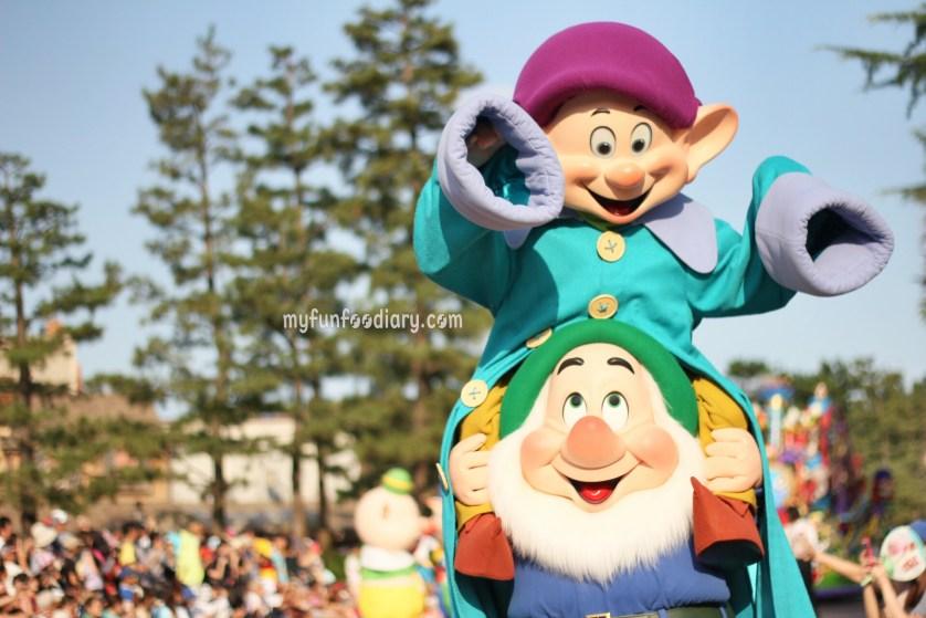Tokyo Disney Parade July 2014 by Myfunfoodiary 02