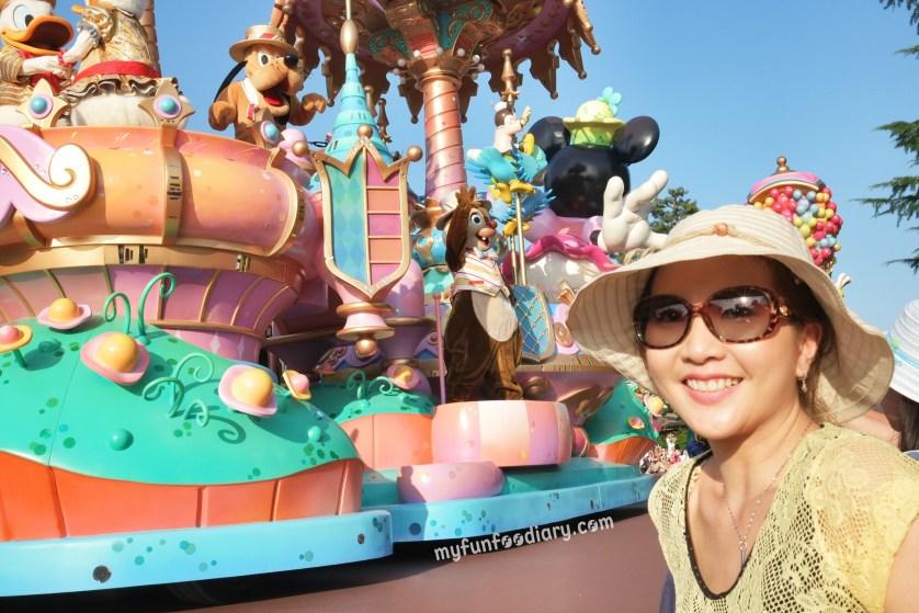 Tokyo Disney Parade July 2014 by Myfunfoodiary 03