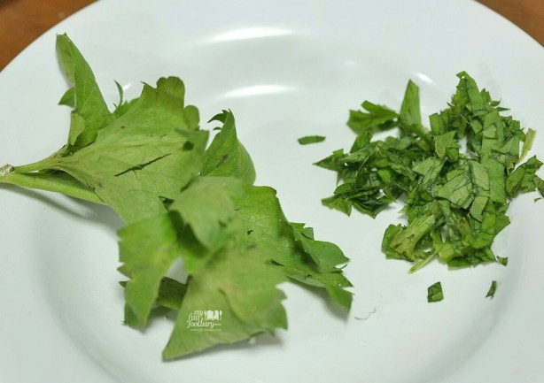 Chopped parsley at my kitchen by Myfunfoodiary