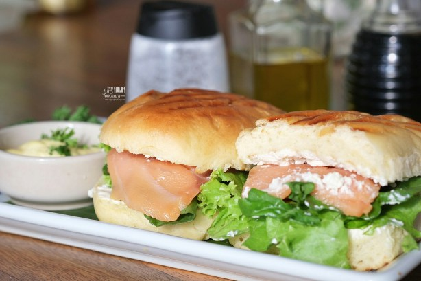 Salmon Baguette at Bungalow Living Cafe Bali by Myfunfoodiary 01