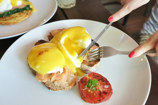 Smoked Salmon Benedicts at Habitual Quench and Feed by Myfunfoodiary 01