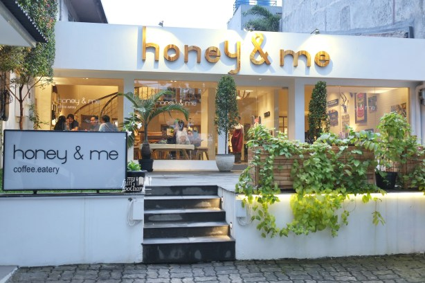 Tampak Luar Honey and Me Coffee Eatery by Myfunfoodiary