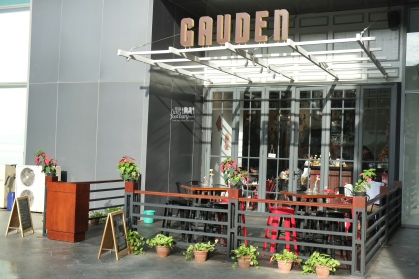 Outdoor Ambiance at Gauden Cafe and Bar by Myfunfoodiary