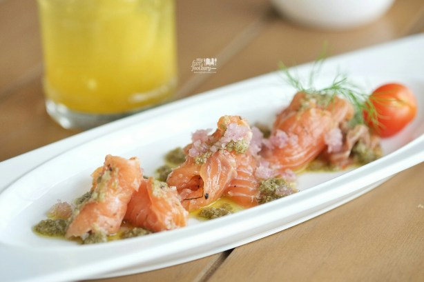 Salmon Gravlax at Clique Kitchen and Bar by Myfunfoodiary 01