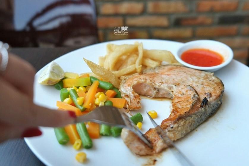 Salmon Steak at Kitchen Steak Sunter by Myfunfoodiary 01