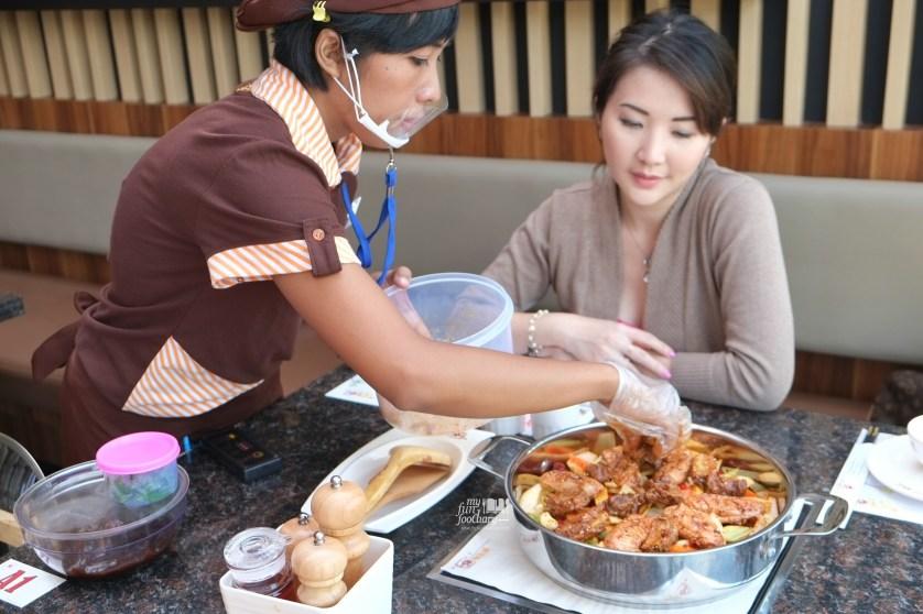 Step 1 Cooking Process at Huang Ji Huang PIK by Myfunfoodiary 01