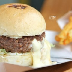 [NEW SPOT] Let's Cheseelax with Delicious Burger at Burgerous Taman Ratu