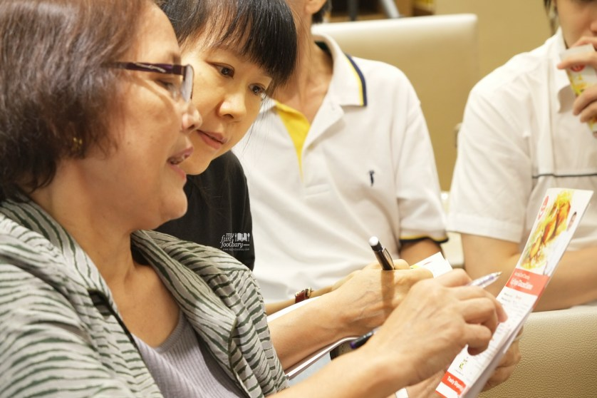 Sharing Recipe and Tips between Visitors at Food Hall Tasty Singapore Event by Myfunfoodiary