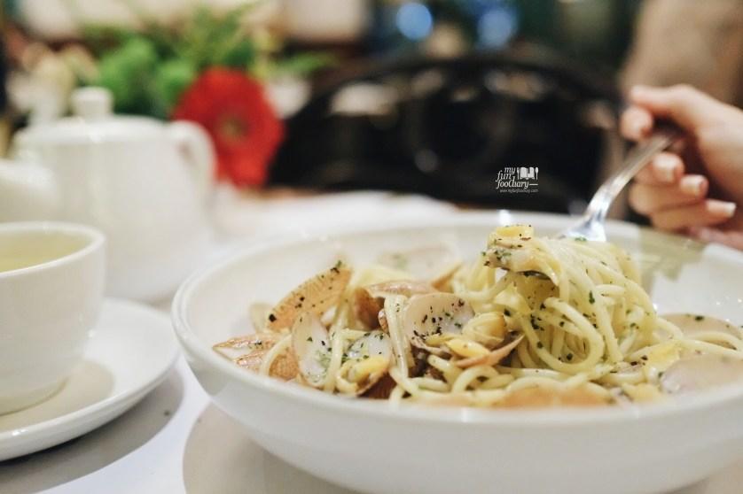 Spaghetti Vongole Caffe Milano by Myfunfoodiary