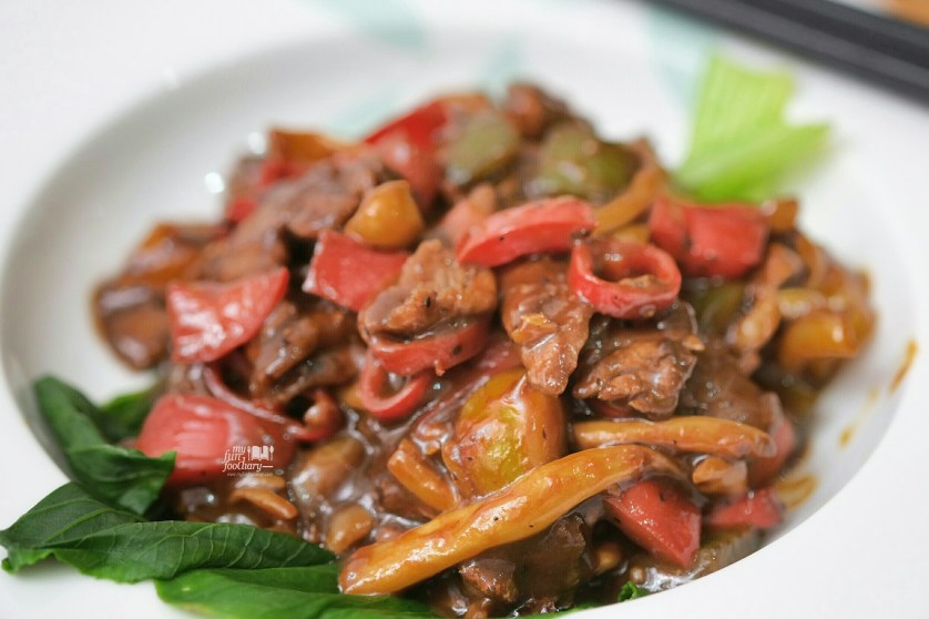 Black Pepper Beef with Mushroom by Mullie Myfunfoodiary close up