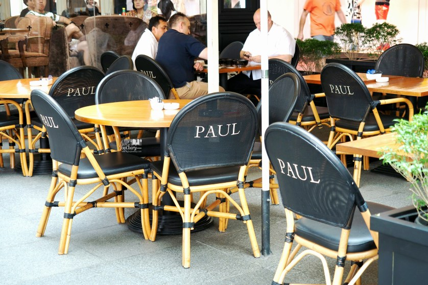 Seating Outdoor Paul French Bakery Jakarta by Myfunfoodiary-