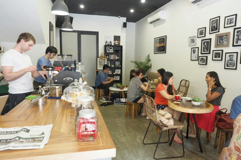 Simple ambiance at PennyRoyal Coffee PIK by Myfunfoodiary