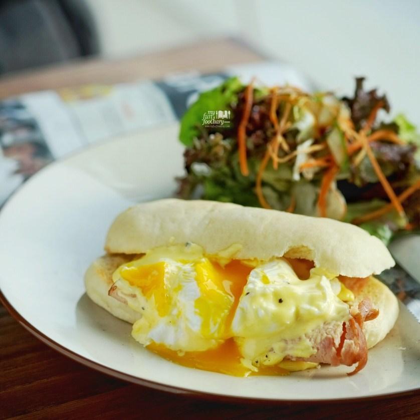 Egg Benedict at Brown Bag Kemang by Myfunfoodiary 01