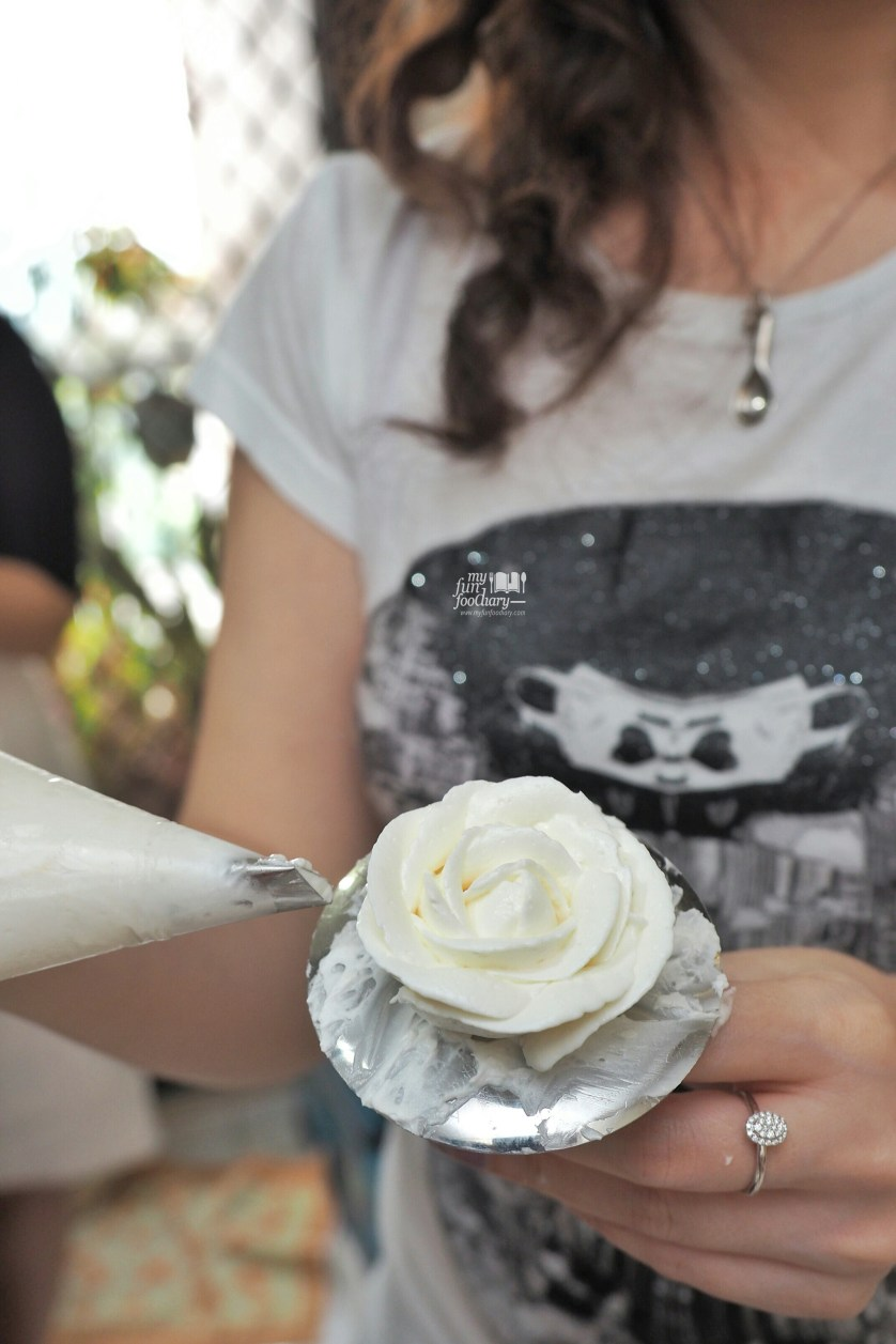 Mullie created her own Rose at Spatula Baking Course by Myfunfoodiary