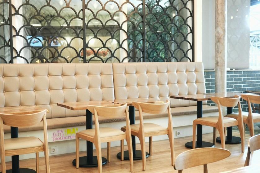 Suasana Indoor Bing Go Korean Dessert Cafe by Myfunfoodiary