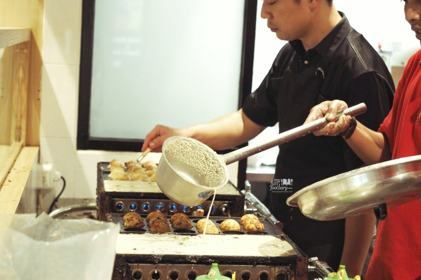 Takoyaki Making at Yamatoya at The Food Culture AEON Mall by Myfunfoodiary