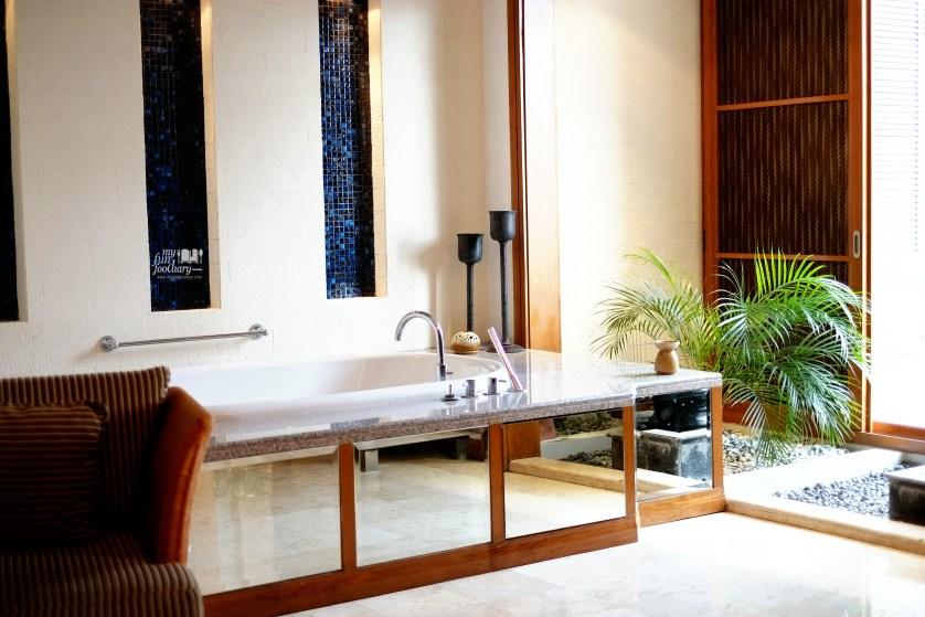 Bathtub inside the Spa room at Chi Spa Shangrila Surabaya by Myfunfoodiary