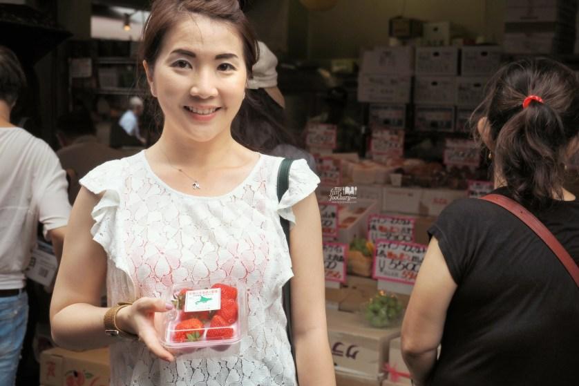 Beautiful Japanese Strawberry at Tsukiji Market by Myfunfoodiary 01