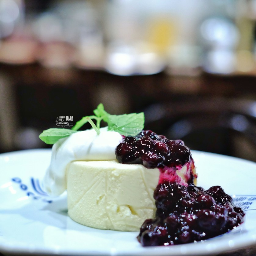 Blueberry Cheese Cake at Chatei Hatou by Myfunfoodiary