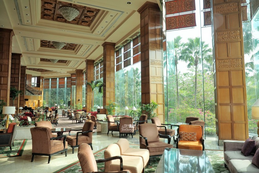 Huge Lobby Lounge area at Shangrila Surabaya by Myfunfoodiary