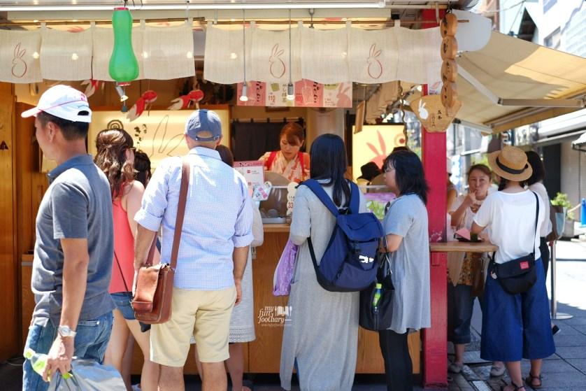 Mochi Shop at Asakusa Tokyo by Myfunfoodiary