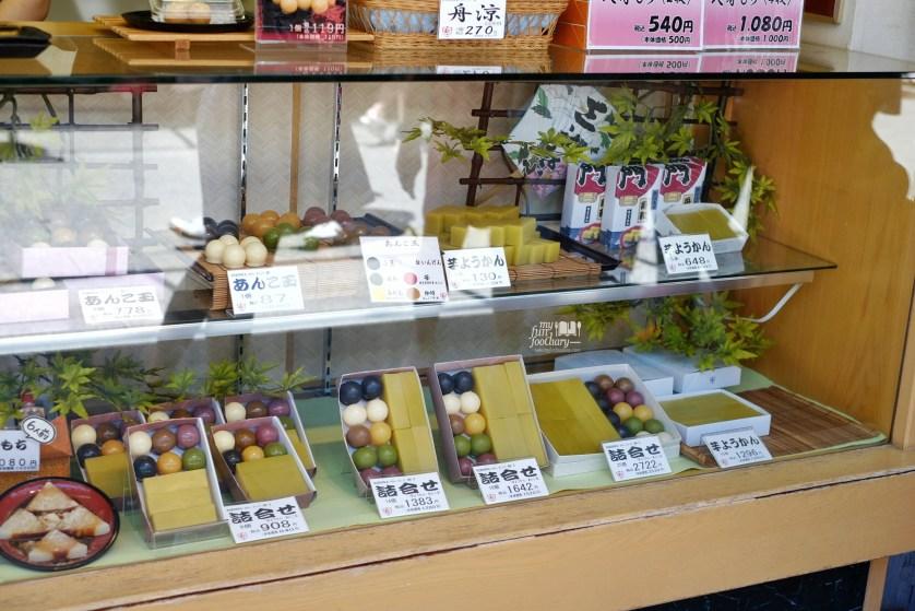 Mochi Shops at Asakusa Tokyo by Myfunfoodiary