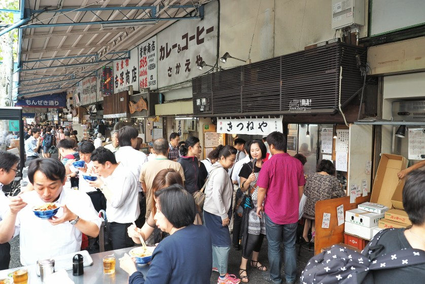 The way people enjoying some food from the food stall at Tsukiji Market by Myfunfoodiary