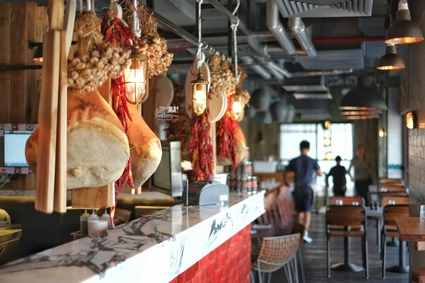 Ambiance at the second floor at Jamie's Oliver Bali by Myfunfoodiary -