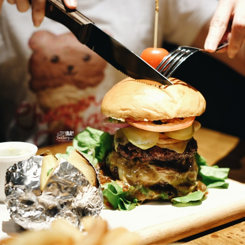Huge Double Decker Burger at Hurricane Grill Indonesia by Myfunfoodiary