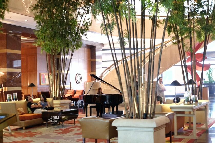 Conrad Centennial Singapore's Lobby by Myfunfoodiary