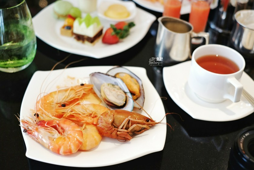 Fresh Shrimps and Clams at Oscar Restaurant Conrad Centennial Singapore by Myfunfoodiary