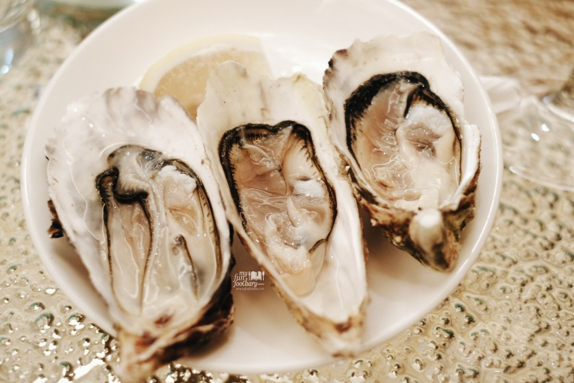 Three kinds of France Oysters Tasting at Conrad Singapore by Myfunfoodiary