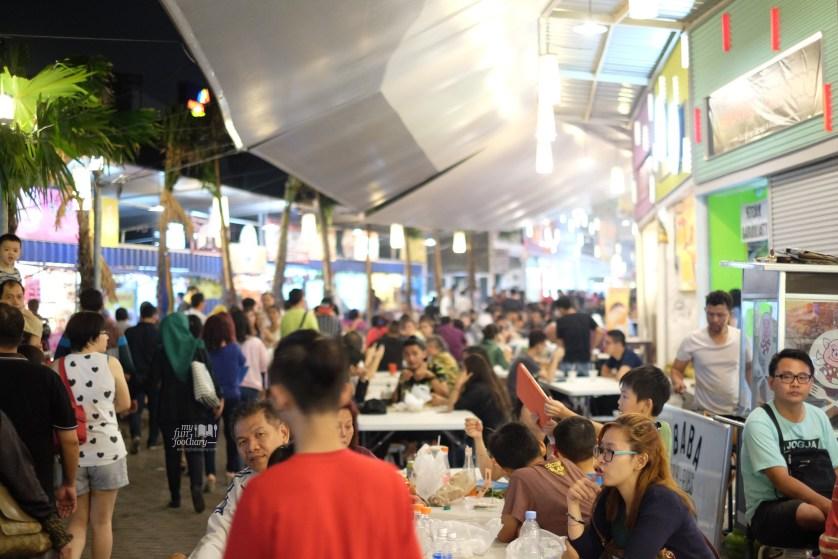 Keramaian di Sudirman Street Bandung by Myfunfoodiary