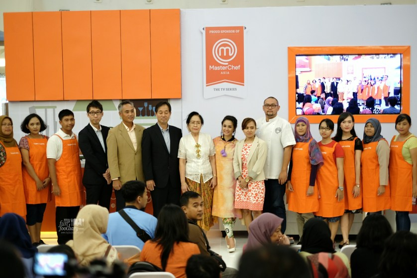 Panasonic Team with all the Judges and the Finalist of the Cooking Competition