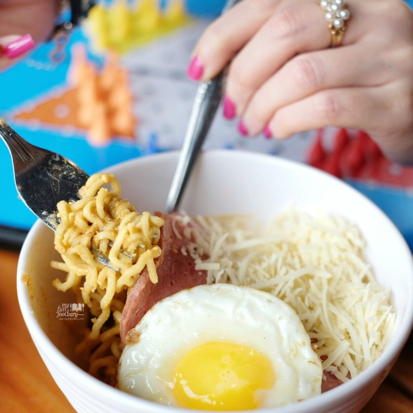 Indomie Telor Asin at Warunk Upnormal by Myfunfoodiary