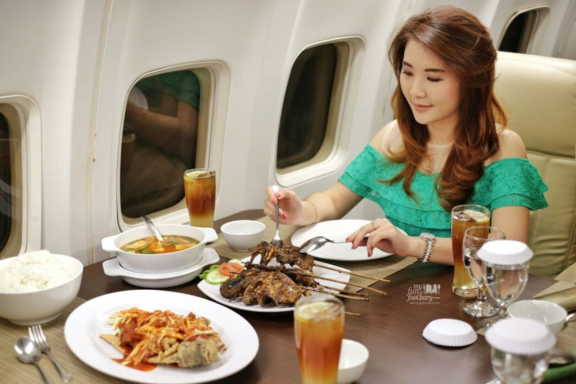 Mullie and her dinner at the airplane - Myfunfoodiary