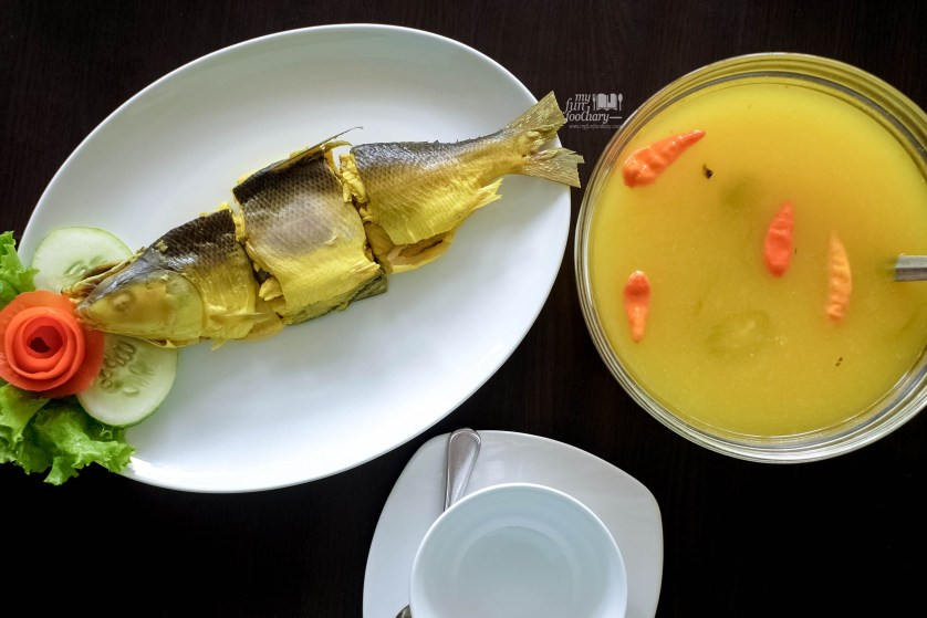 Ikan Bandeng Kuning at Puang Oca Restaurant by Myfunfoodiary