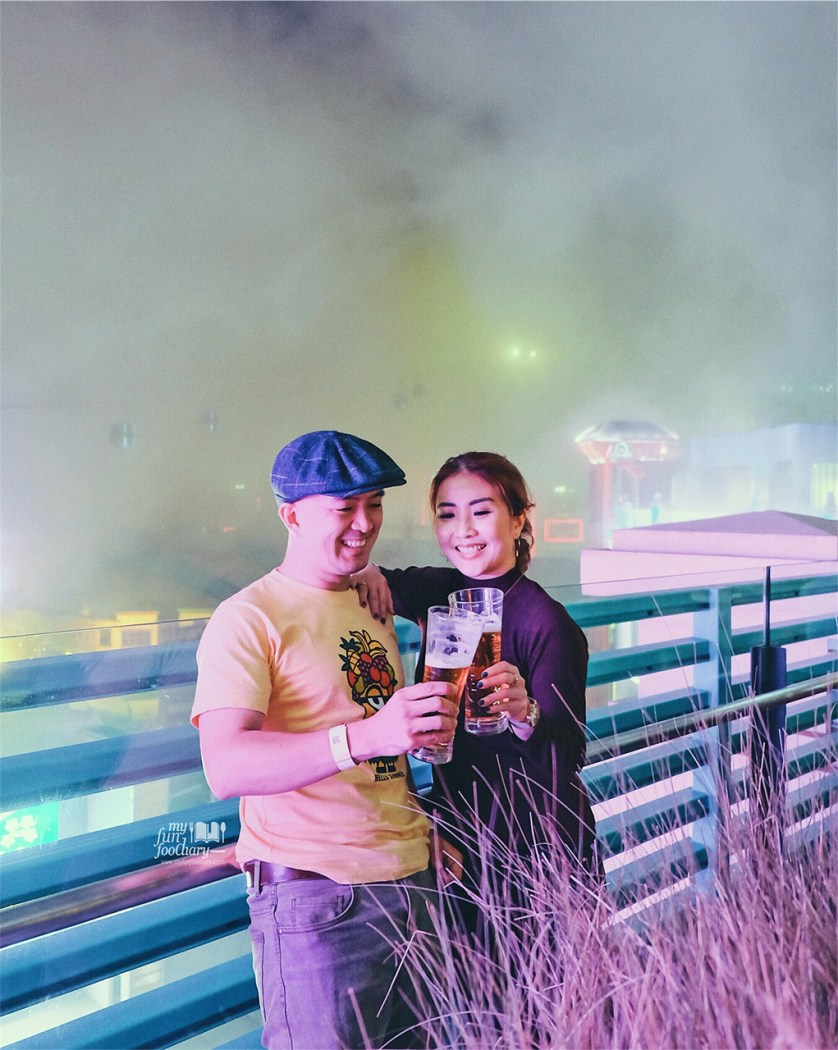 Mullie and Andy are enjoying crisp cool weather Genting Highlands at High Line Rooftop Market by Myfunfoodiary