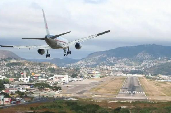 toncantin airport landing