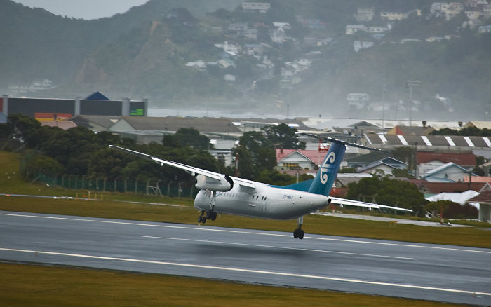 wellington airport plane landing