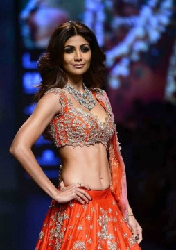 shilpa-shetty-pics-at-lakme-fashion-week-winter-2016-2-721x1024