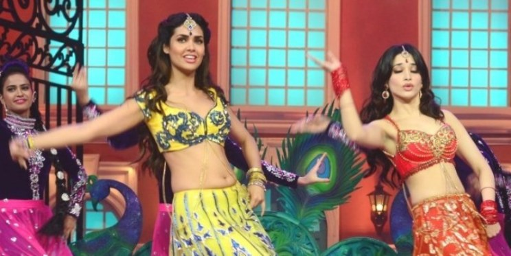 wpvjwt5awykukcx9-d-0-esha-gupta-with-tamanna-bhatia-dancing-shooting-on-the-sets-of-humshakals-hasee-house-at-rk-studios-in-mumbai-1