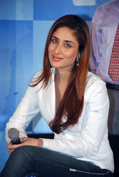 kareena-kapoor-latest-still-white-shirt-and-jeans